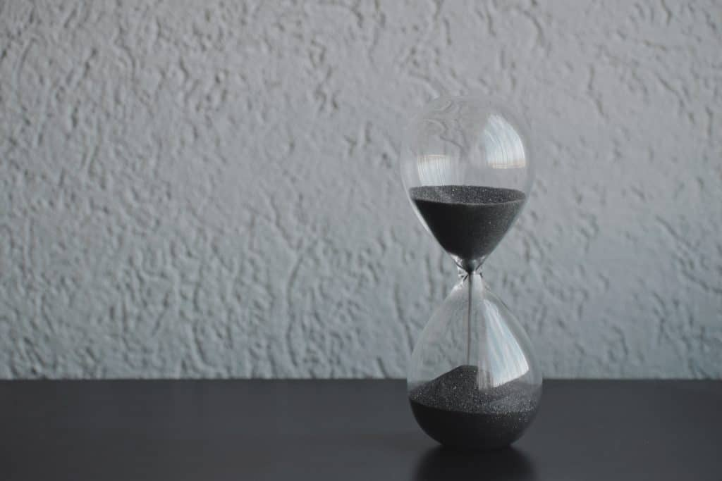 Hourglass - photo by Alexander Todov (Unsplash.com)