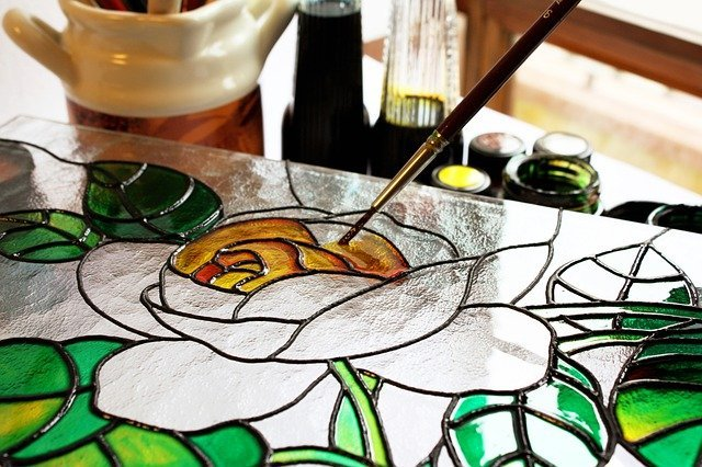 Does acrylic paint work on glass